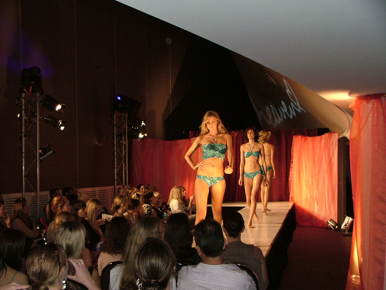 fashion-show-swim